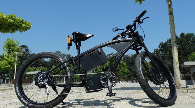 Elektromos kerékpár vezetése jogosítvány nélkül? Mit mond a jogszabály?